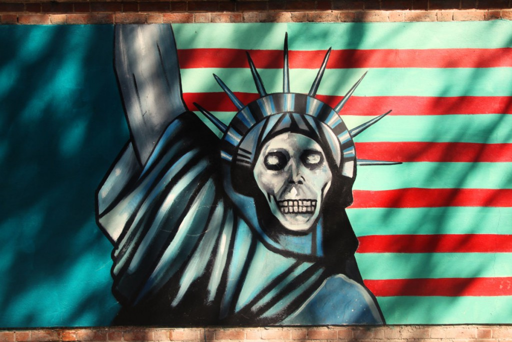 Statue of Liberty with skull: such graffitis can be seen at the former American embassy in Teheran.