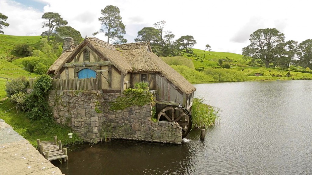 For the shooting of the Lord-of-the-Rings trilogy, only makeshift Hobbit holes as well as many artificial trees and plants were erected in 1999, which were removed again when the day's work was done.