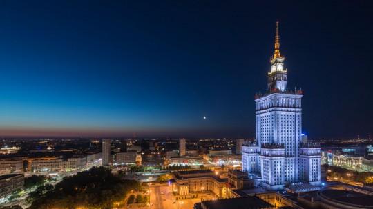 Warszawa rzucająca na kolana