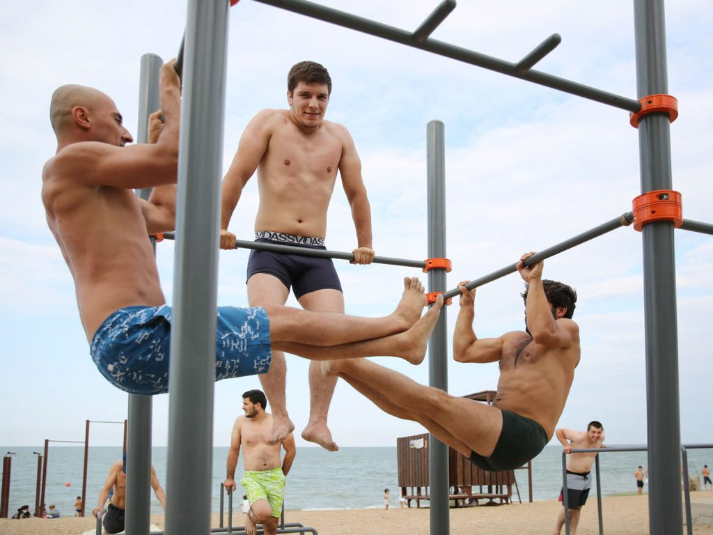 The beach also functions as an open-air gym. © gullivertheis.de