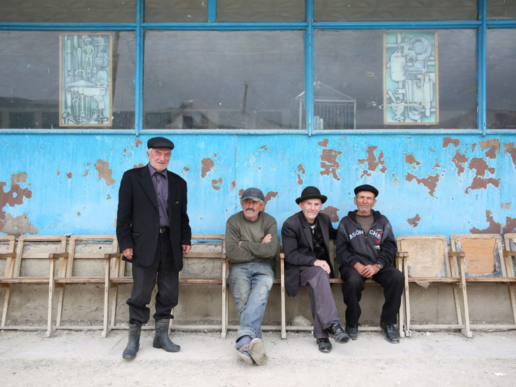 Men in the town centre: in Balkhar, in the mountains south of Makhachkala, time seems to stand still. © gullivertheis.de